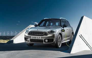 2017 MINI Countryman Cooper S E Hybrid: An Electric Crossover Go-Kart