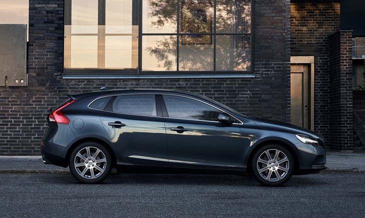 2017 Volvo V40 - Review