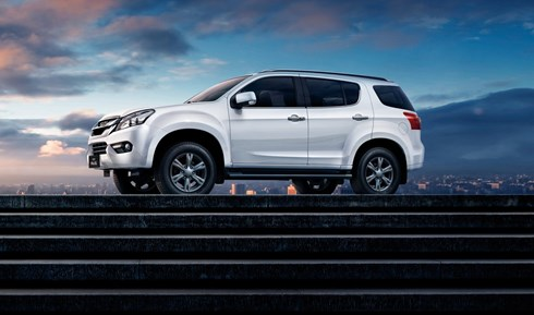 2017 Isuzu MU-X - Review