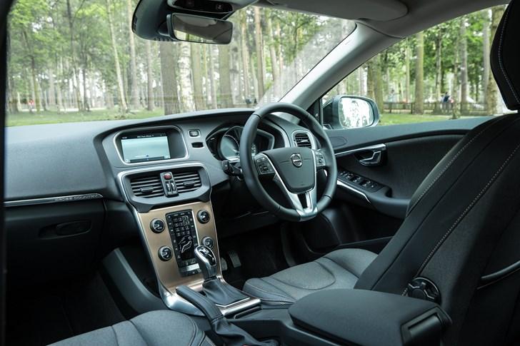 2017 Volvo V40 Cross Country - Review