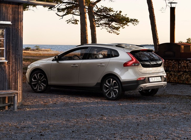 review - 2017 volvo v40 cross country - review