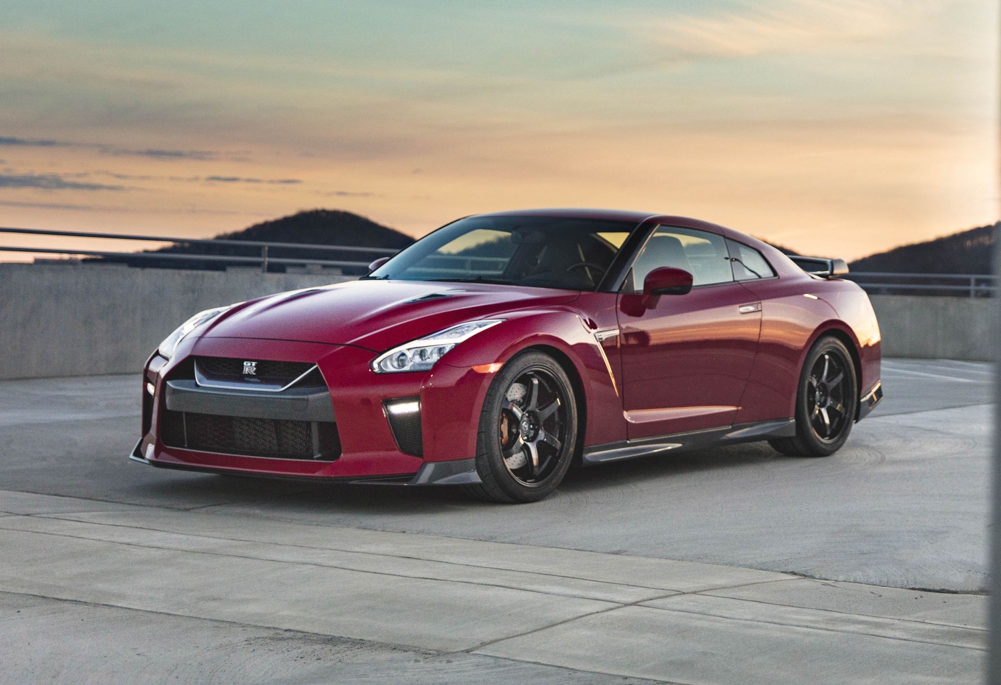 news nissan to unveil new gt r track edition in new york. Black Bedroom Furniture Sets. Home Design Ideas