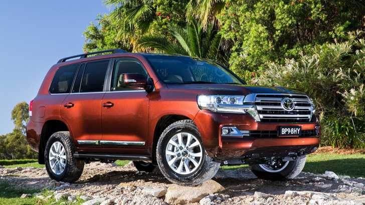 review 2017 toyota land cruiser 200 review. Black Bedroom Furniture Sets. Home Design Ideas
