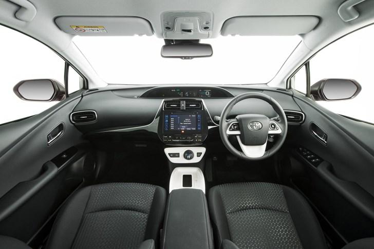 2017 Toyota Prius i-Tech