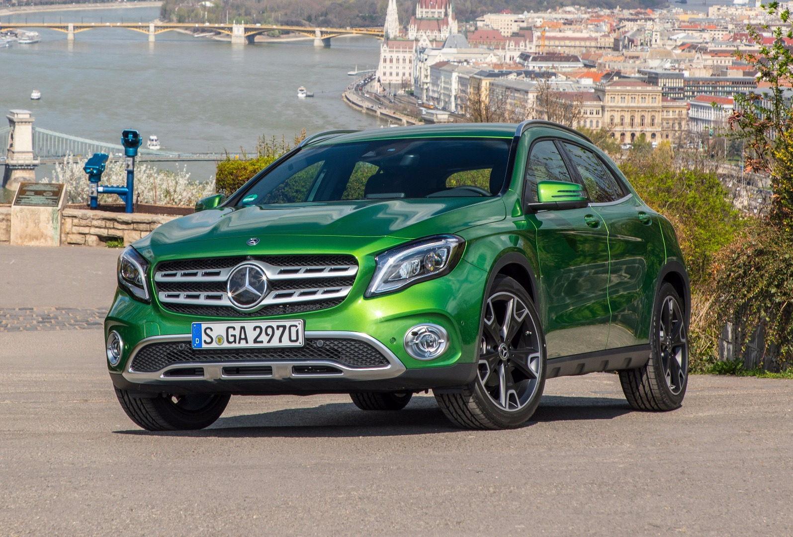 news mercedes benz australia details incoming gla class facelift. Black Bedroom Furniture Sets. Home Design Ideas