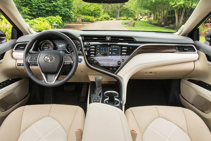 2018 Toyota Camry Hybrid XLE (North America)