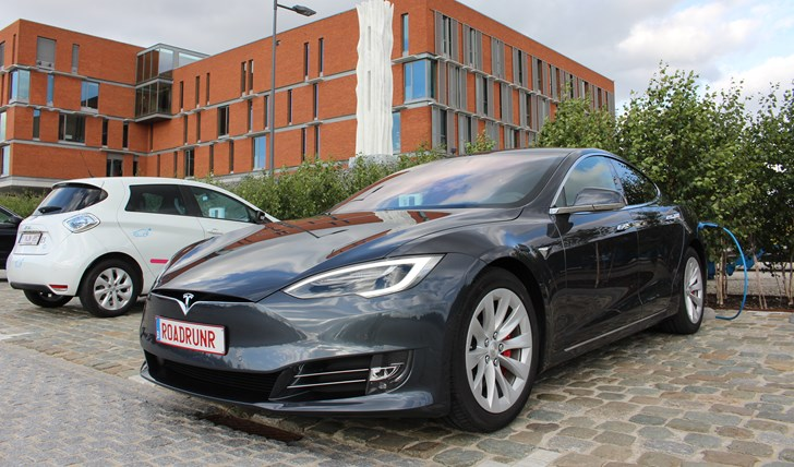 Tesla Model S Cracks 900km On Single Charge