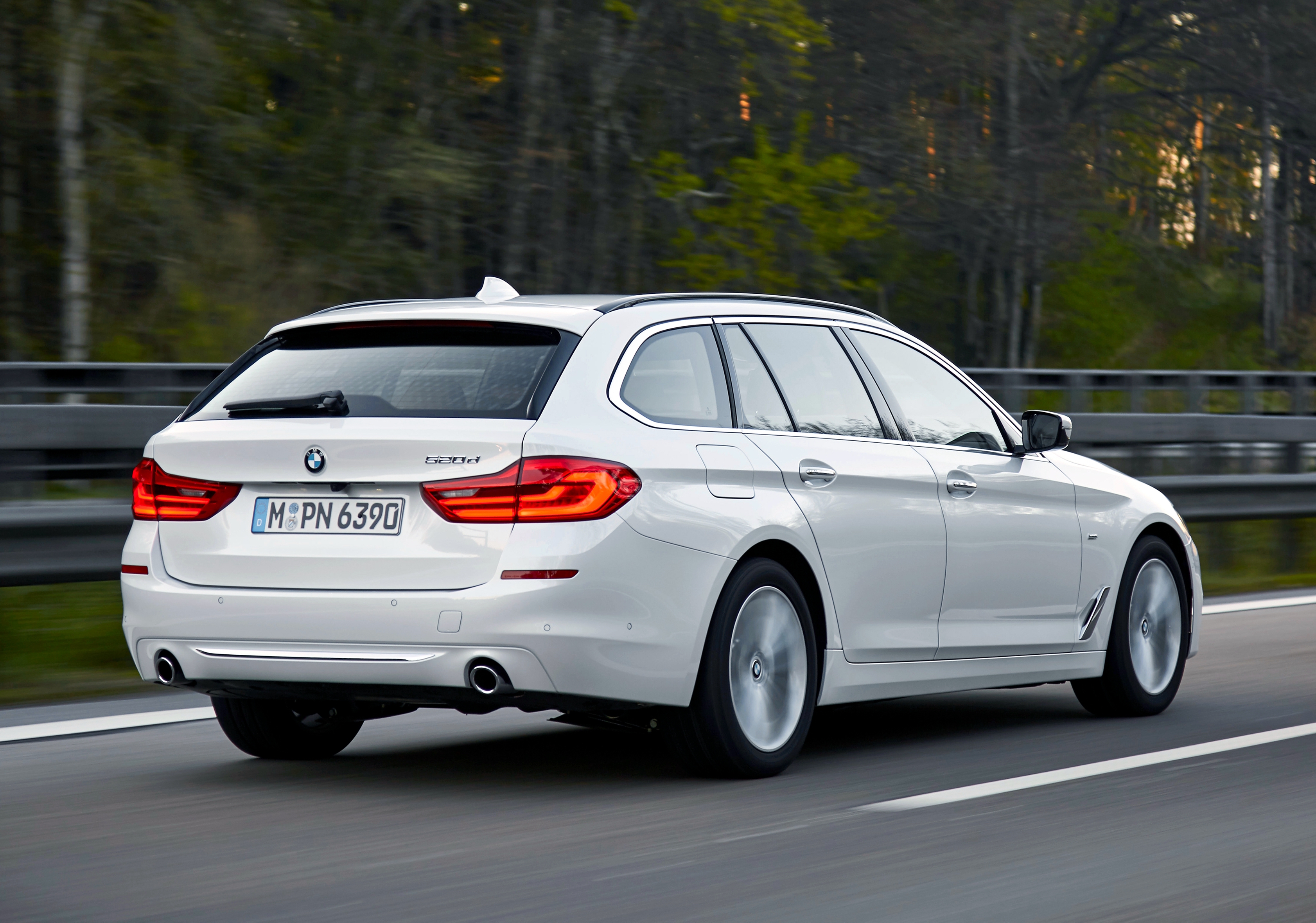 news bmw australia announces 5 series touring specs prices. Black Bedroom Furniture Sets. Home Design Ideas