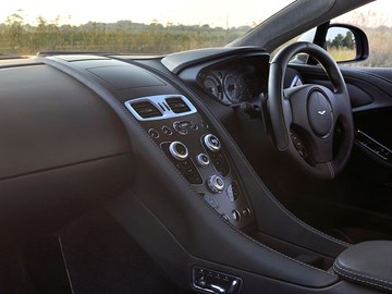 Aston Martin, MINI Join The Apple CarPlay Bandwagon