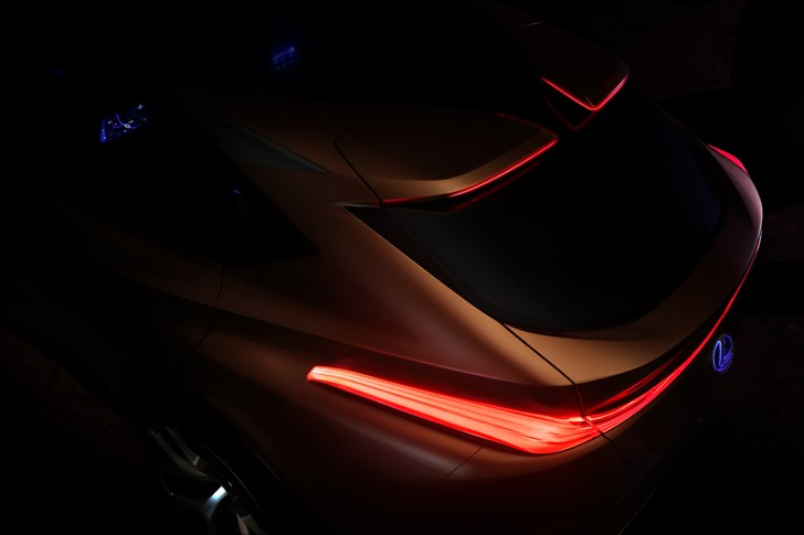 Lexus Teases LF-1 Flagship Crossover, Bound For Detroit