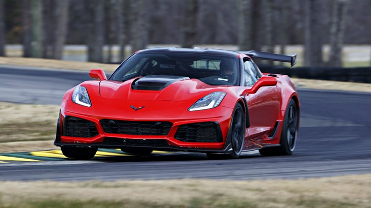 2019 Corvette ZR1 Beats Ford GT Lap Record Around VIR