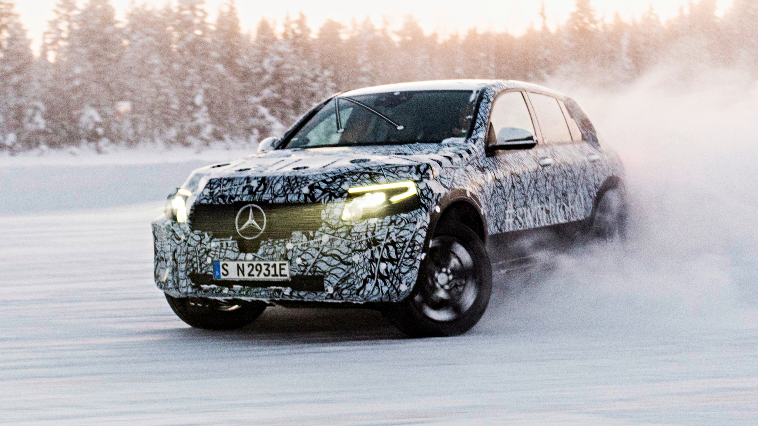 news mercedes benz eqc glc f cell work well in snow. Black Bedroom Furniture Sets. Home Design Ideas