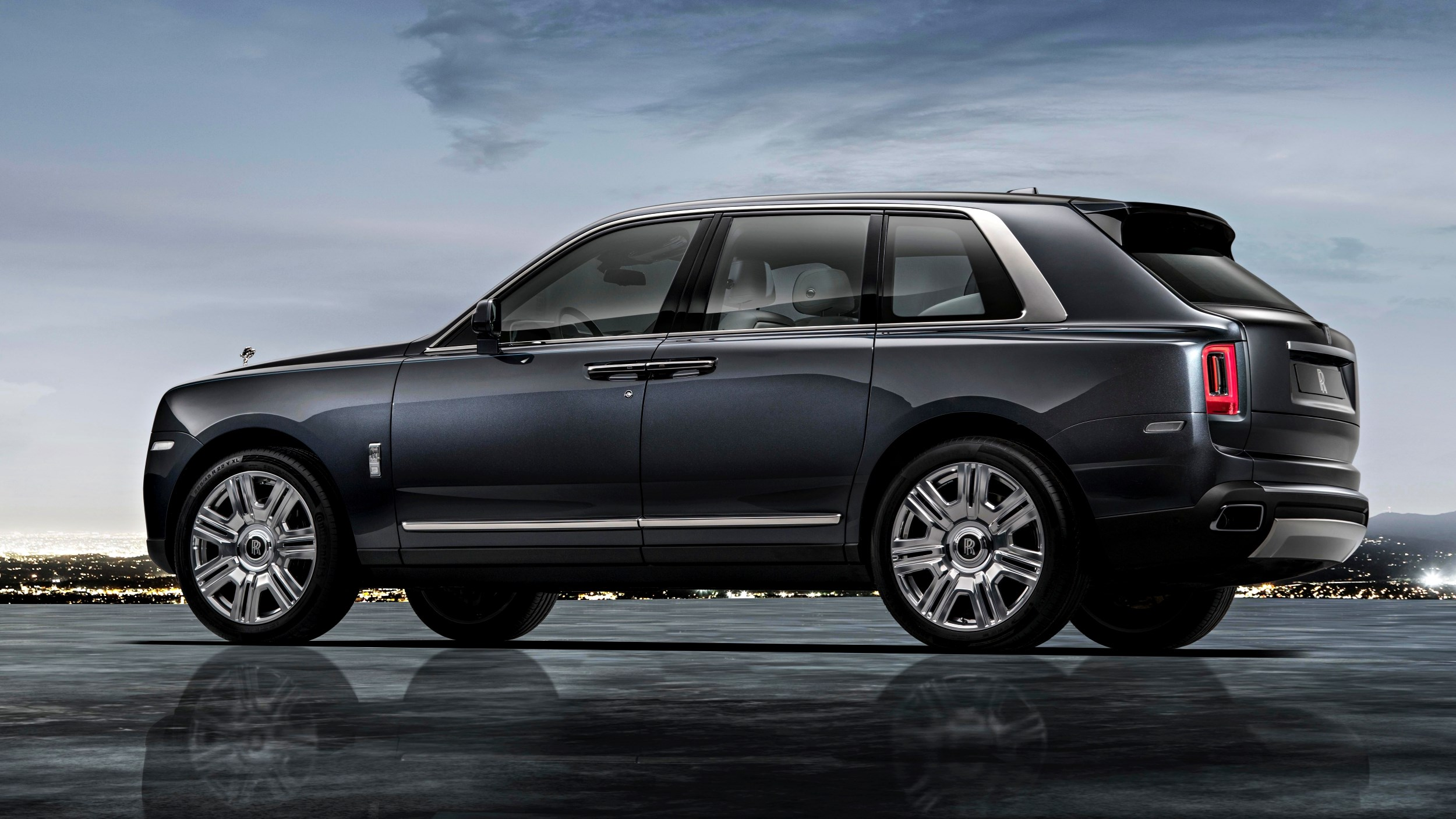2019 Rolls-Royce Cullinan Takes Luxury Everywhere Thumbnail