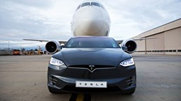 Tesla Model X P100D Tows A 130-Tonne Boeing Dreamliner