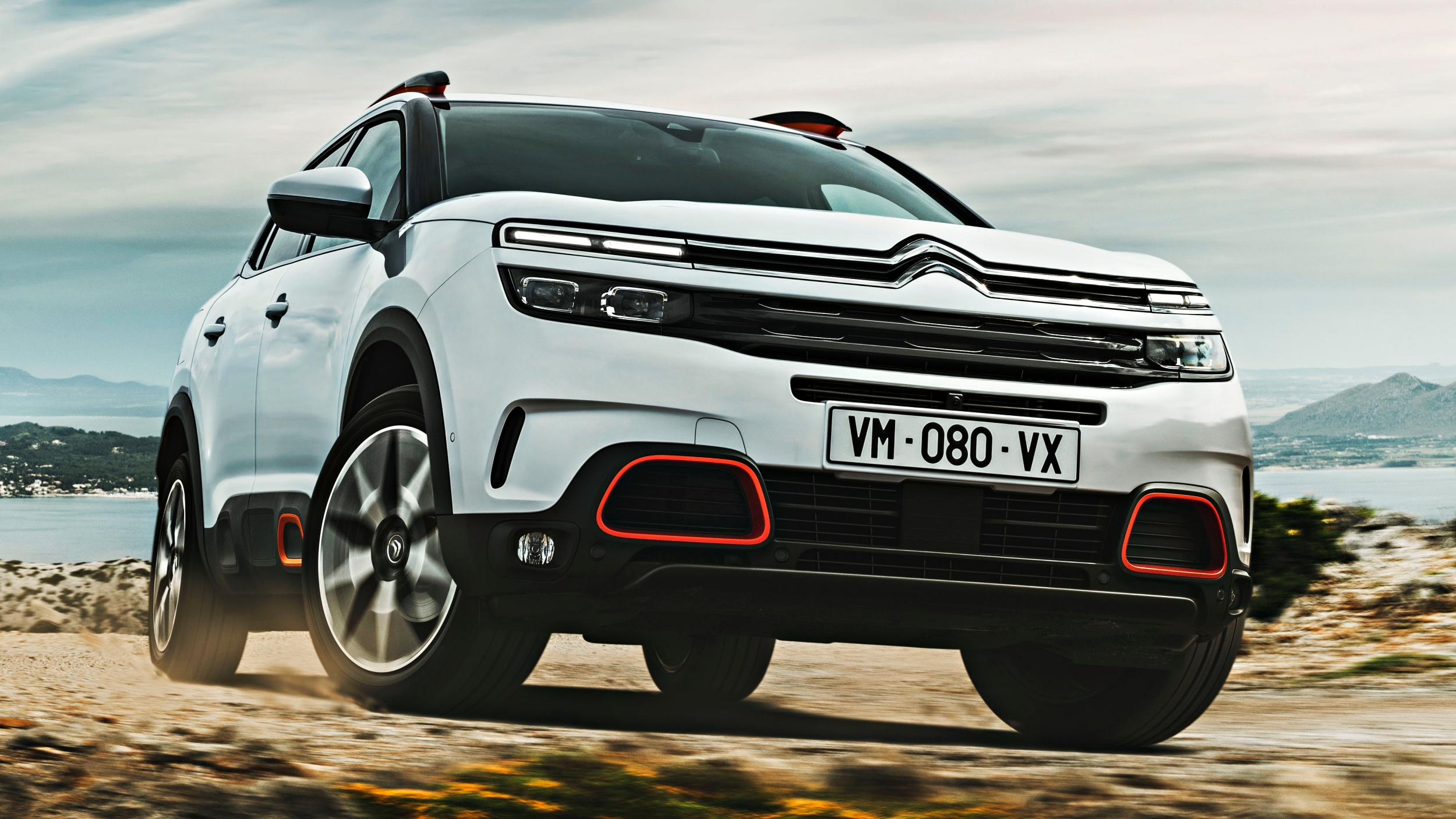 news 2019 citroen c5 aircross makes european debut. Black Bedroom Furniture Sets. Home Design Ideas