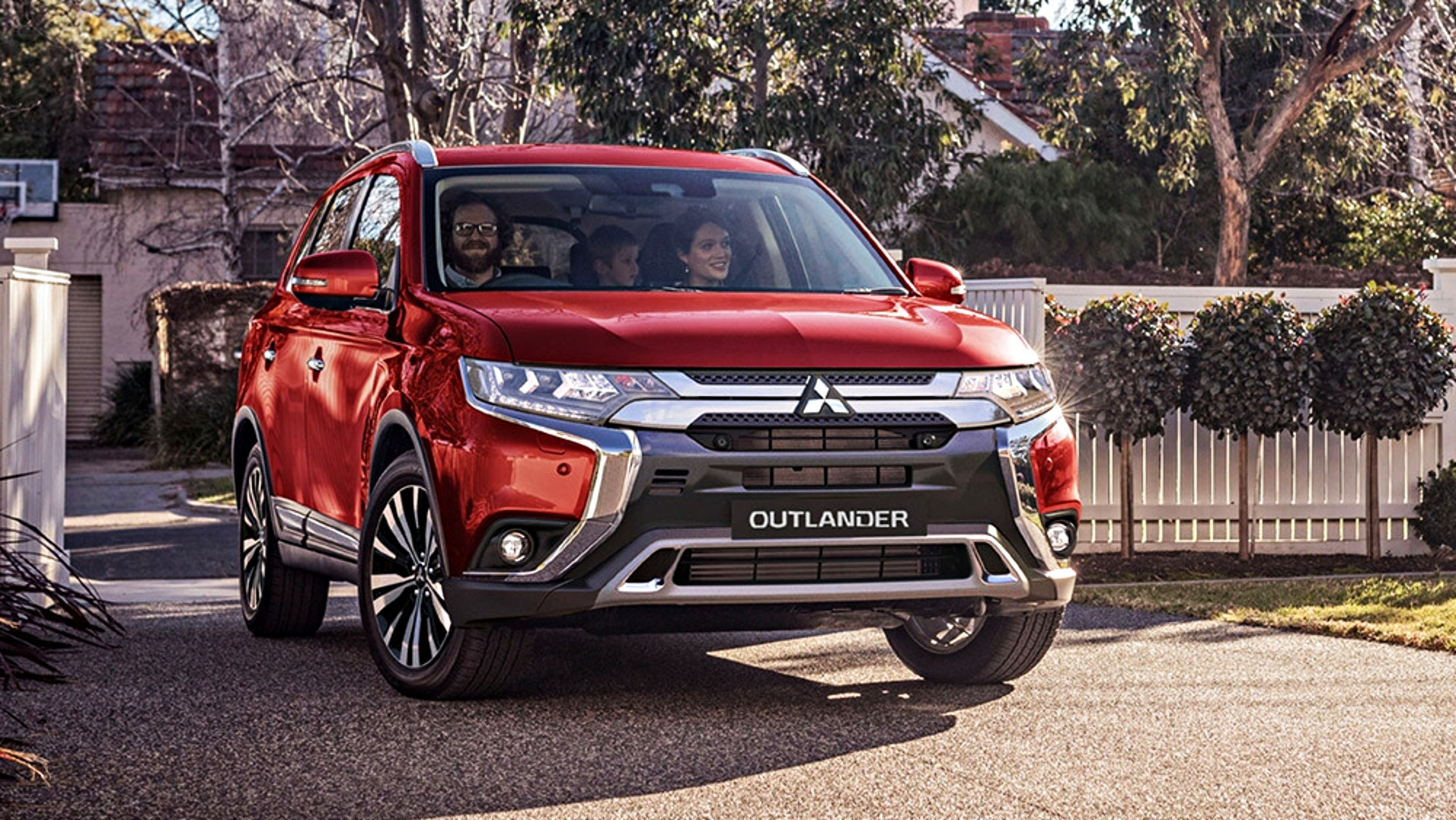 News 2019 Mitsubishi Outlander Breaks Cover Looks The Same