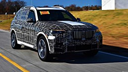 BMW X7 M Being Weighed Up – Gallery