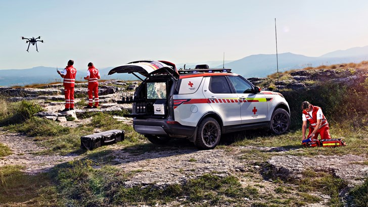 2018 Land Rover Discovery TD6 – Red Cross Edition by SVO
