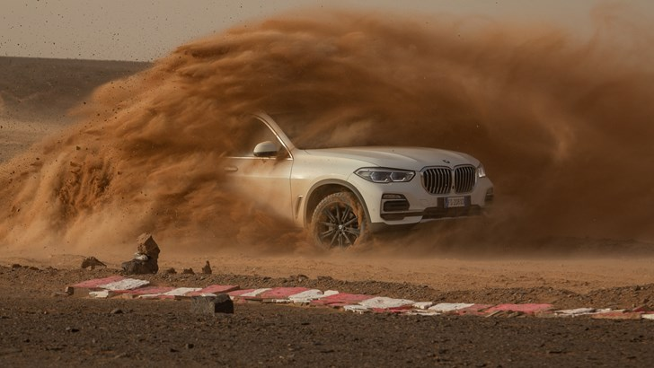 BMW Recreates Monza In The Sahara For The X5 – Gallery