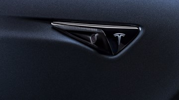Tesla Cuts US Sales Prices Amidst EV Subsidy Phase-Out –Gallery