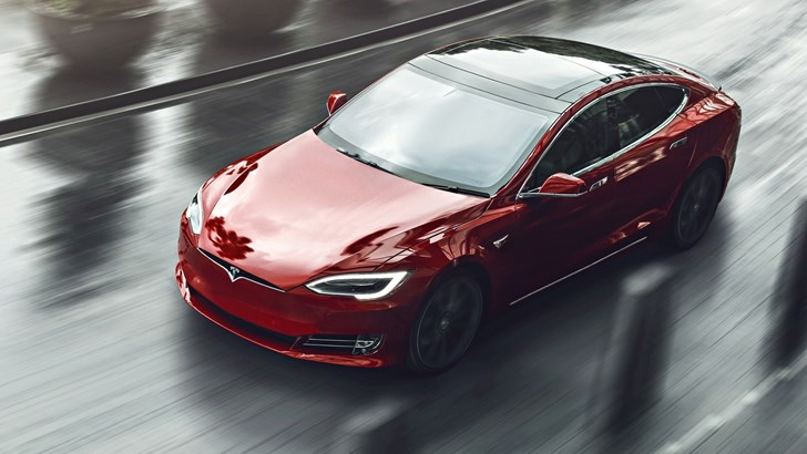 Tesla Cuts US Sales Prices Amidst EV Subsidy Phase-Out – Gallery