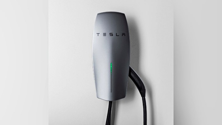 Tesla's New Mobile Charger Is 25% Faster On A Plug –Gallery