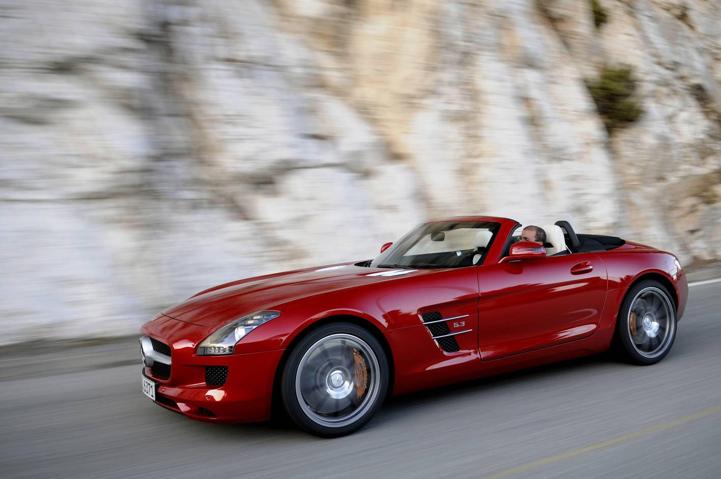 News mercedes benz sls amg roadster on sale in january for Mercedes benz sls amg convertible for sale