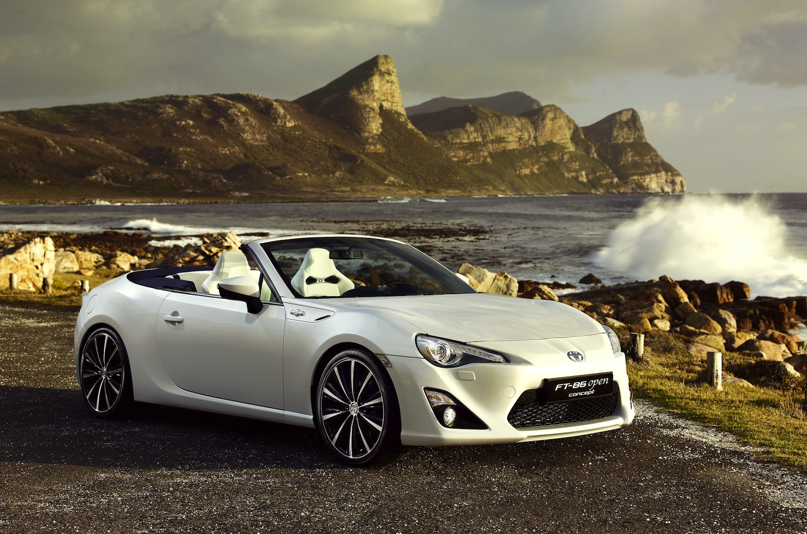 news convertible toyota 86 breaks cover. Black Bedroom Furniture Sets. Home Design Ideas