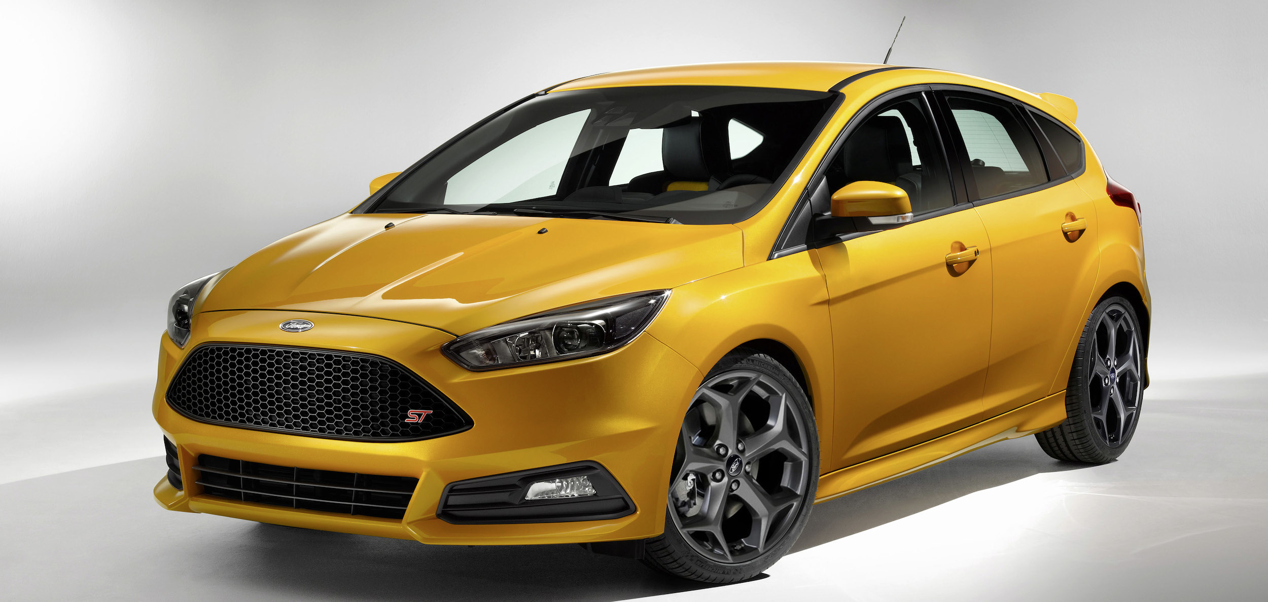 news ford focus st breaks cover. Black Bedroom Furniture Sets. Home Design Ideas